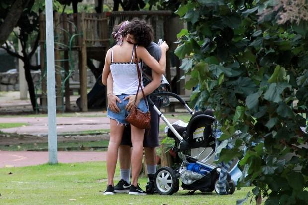 Carolina Salgado Solberge o maridoFernando Young (Foto: AgNews / AgNews)