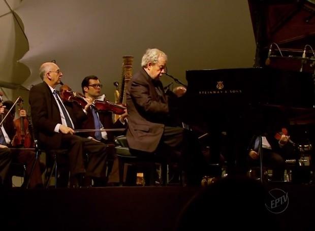 Em reencontro com familiares, Nelson Freire faz concerto em Boa Esperança (Foto: Reprodução EPTV)