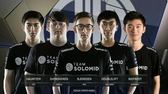 Jogadores do time SoloMid (Foto: Reprodução/Esportspedia)