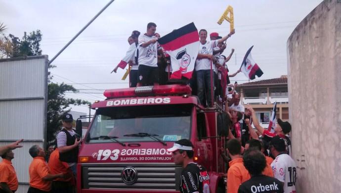 Joinville comemoração (Foto: Marcelo Siqueira/RBS TV)
