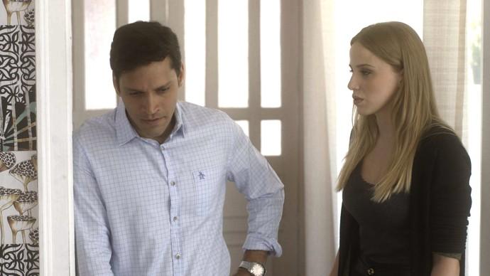Jéssica revela ao namorado seu passado de crimes (Foto: TV Globo)