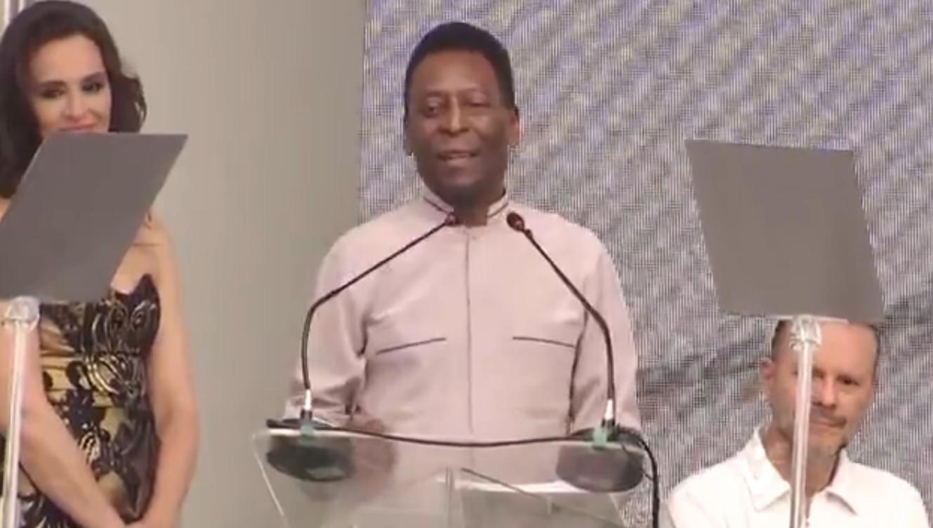 Pelé discursa na inauguração do seu museu (Foto: Reprodução/TV Tribuna)