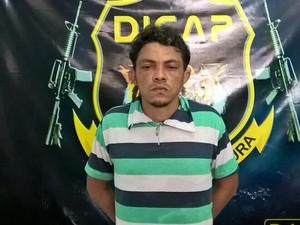 Foragido foi preso em residência no bairro da zona Oeste (Foto: Divulgação/Dicap)