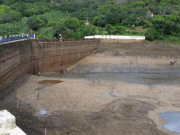 Cogerh explica que o serviço era necessário para melhorar a qualidade da água do açude. (Foto: Reprodução/TV Verdes Mares)