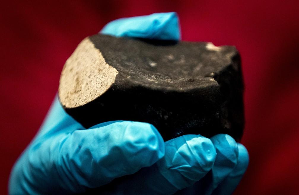 Este é o sexto meteorito descoberto na Holanda nos últimos 200 anos (Foto: Koen van Weel / ANP / AFP )