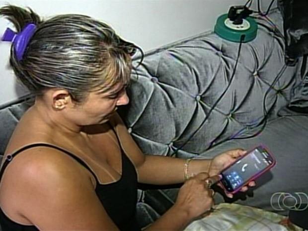 Mãe de Tatylla Cristina Marçal já tentou ligar várias vezes para o celular da filha, que está desaparecida em Jataí, Goiás (Foto: Reprodução/TV Anhanguera)