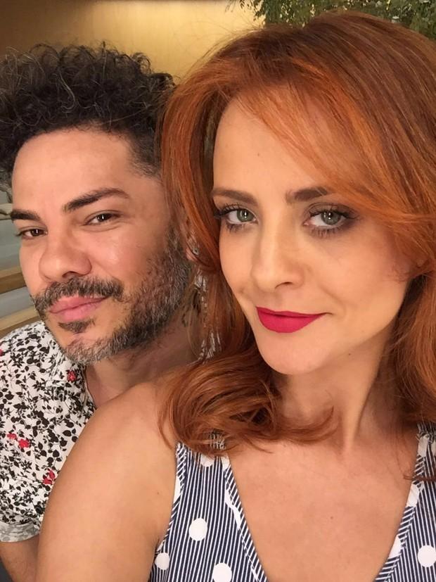 Juliana Silveira e o cabeleireiro Richard Willian (Foto: Reprodução/Instagram)