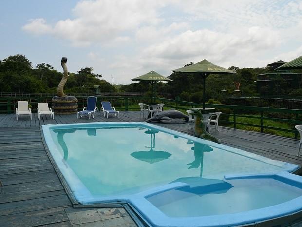 Ariaú Amazon Towers possui áreas de lazer com piscinas (Foto: Marina Souza/G1)