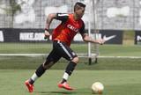 Luciano volta a treinar entre titulares; Danilo deixa atividade mais cedo