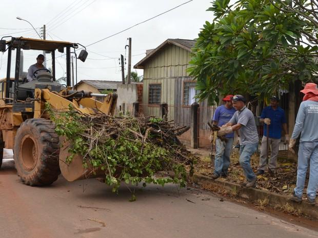 Operação Cidade Limpa em Cacoal (Foto: Magda Oliveira/G1)