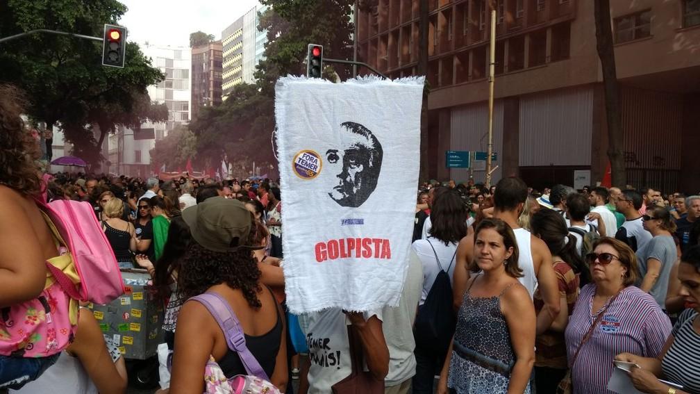 Ato tem faixas com mensagens contra o presidente Michel Temer (Foto: Nicolás Satriano/G1)