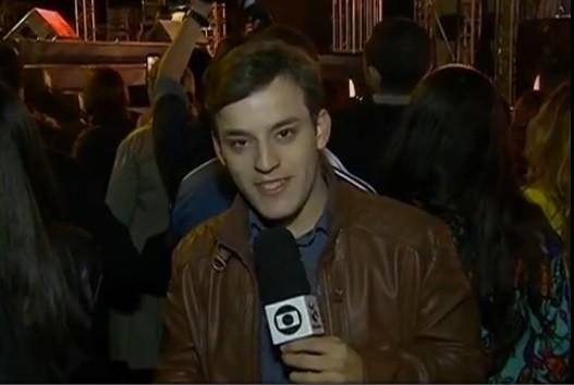 Repórter Danilo César realiza cobertura da segunda noite do FIG (Foto: Reprodução/ TV Asa Branca)