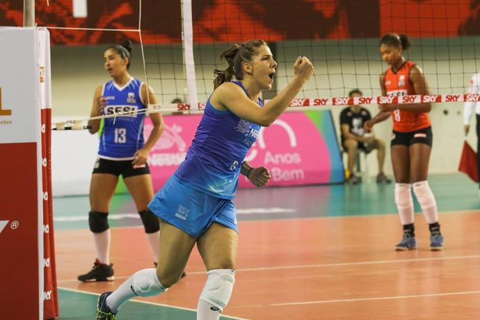 Malesevic vibra com ponto do Osasco sobre o Sesi na Superliga feminina de vôlei (Foto: Gabriel Inamine/Fotojump)