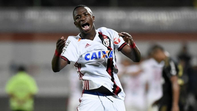 Comemoração Vinicius Junior Flamengo x Ponte Preta Ilha do Urubu - Campeonato Brasileiro 2017 (Foto: André Durão)