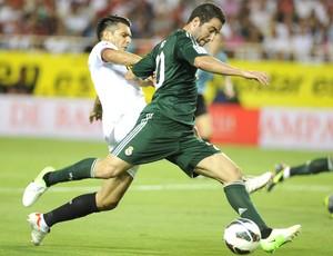 Higuain e Sparic, Sevilla e Real MAdrid (Foto: Agência AFP)