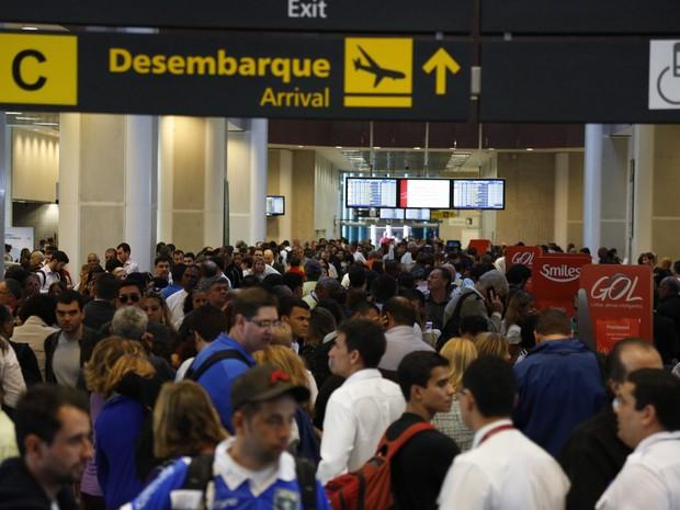Aeroporto Santos Dumont ficou lotado devido aos atrasos e cancelamentos (Foto: Paula Giolito/ Agência O Globo)
