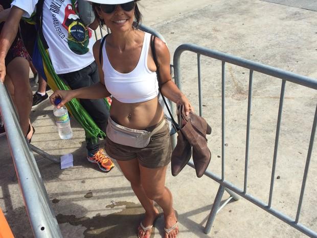 Patricia Correia levou um par de botas para trocar pela rasteirinha. (Foto: Fernanda Rouvenat / G1)