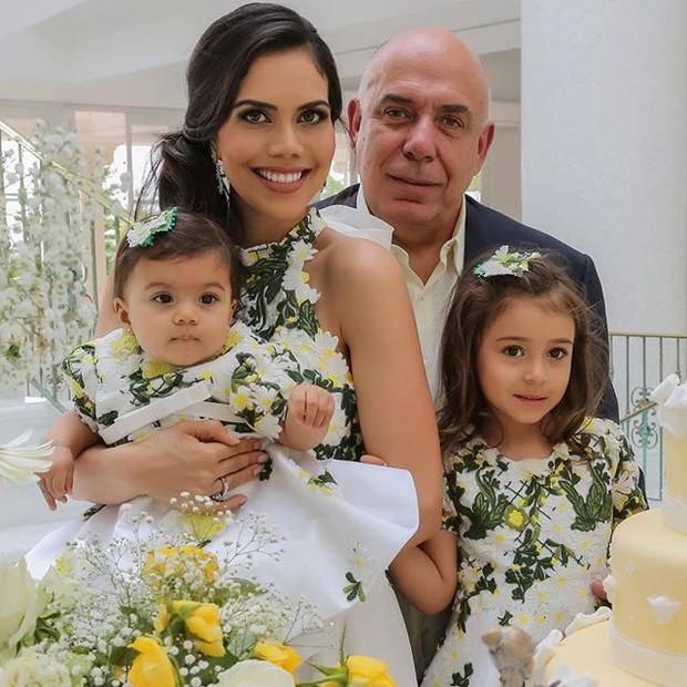 Daniela Albuquerque com a família (Foto: reprodução/instagram)