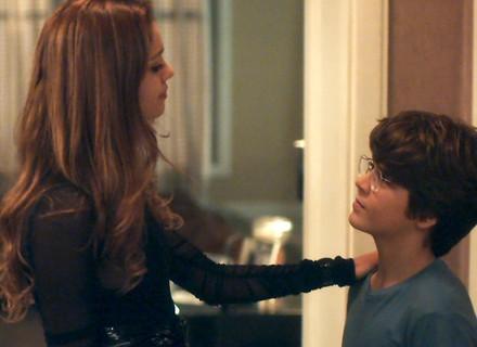 Alice se emociona ao saber que Lucas quer ser médico