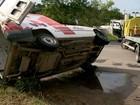 Carro capota em acidente na Rodovia do Contorno, no ES