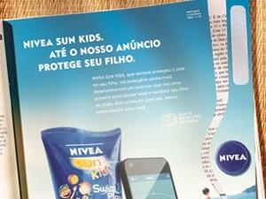 'Anúncio Protetor' da Nivea distribuiu pulseira para monitorar filhos pelo celular (Foto: Divulgação)
