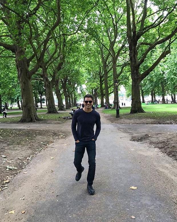 Cauã Reymond em Londres (Foto: Reprodução/Instagram)