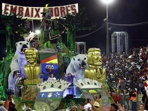 Carro abre-alas traz símbolos da escola, brasões das cidades em que a Maria Fumaça passa e busto dos personagens que deram nome às cidades homenageadas (Foto: Evandro Oliveira/PMPA)