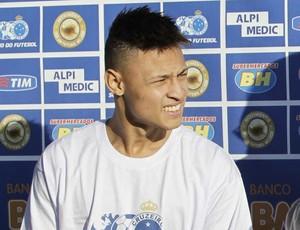 Presidente Gilvan Tavares apresenta Neílton e Marquinhos no Cruzeiro (Foto: Washington Aves / Light Press)