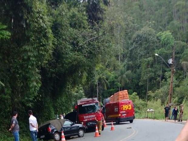 Homem morreu após colisão entre Gol e caminhão em Pomerode (Foto: Fabricio Laemmel - Plantão de Butuca/Divulgação)