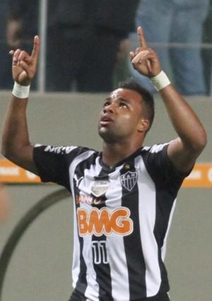 Fernandinho comemora, Atlético-MG x Nacional-COL (Foto: EFE)