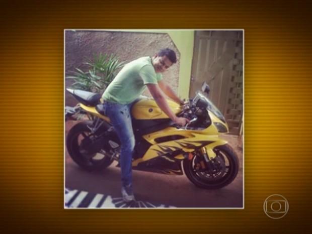 Segundo a polícia, membros da quadrilha postavam fotos em veículos de luxo em redes sociais (Foto: Reprodução/TV Globo)
