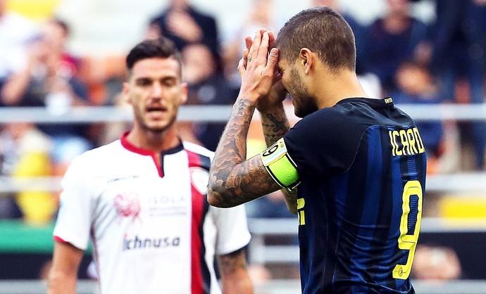 Icardi lamenta perda de pênalti no Cagliari x Internazionale (Foto: EFE/EPA/MATTEO BAZZI)