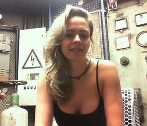 Ana Paula retorna ao BBB16 e se emociona no Raio-X (Foto: Gshow)