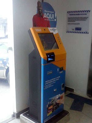 Nova máquina de recarga do Salvador Card é instalada em Pau da Lima (Foto: Rose Figueredo/Ascom)