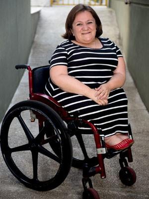 Cadeirante Katya Hemelrijk da Silva fala sobre dificuldades na hora de viajar de avião (Foto: Fábio Tito/G1)