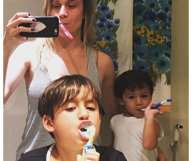 Fernanda Gentil com os filhos Lucas e Gabriel (Foto: Reprodução Instagram)