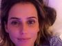 Deborah Secco faz selfie com pouca maquiagem: 'Boa quinta-feira para nós'