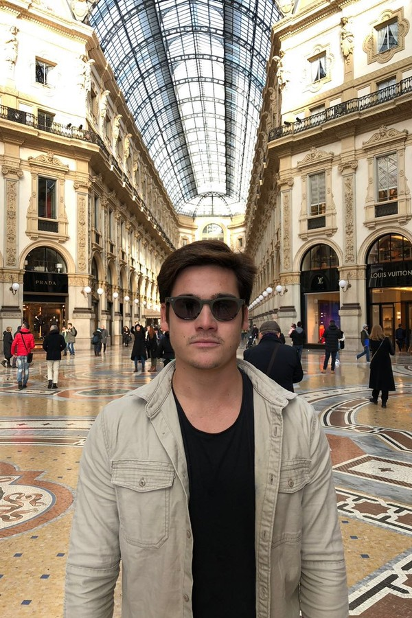 Nicolas Prattes em Milão (Foto: Divulgação)