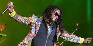 Cidade Negra defende reggae  com falação e hits anos 1990  (Alexandre Durão/G1)
