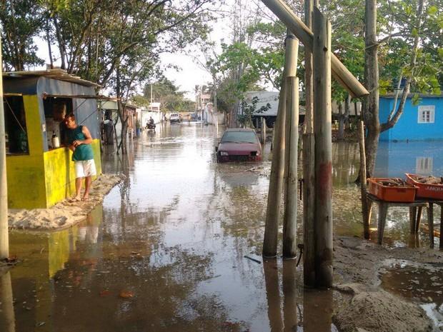 Água subiu por causa da maré de sizígia (Foto: Defesa Civil de São João da Barra/Divulgação)