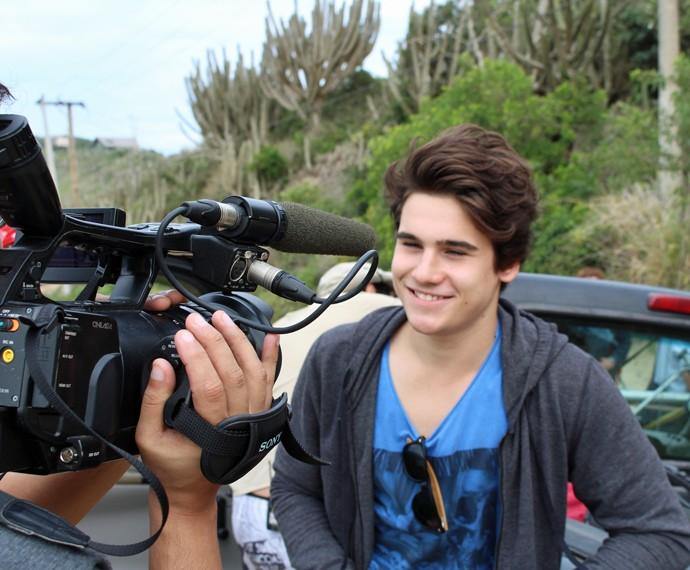 Nicolas é só sorriso para o Gshow! (Foto: Rodrigo Brisolla/Gshow)