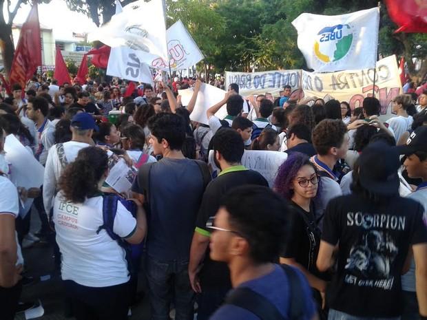 Manifestantes protestam contra PEC 241 em Fortaleza (Foto: Dalwton Mouro/Arquivo pessoal)