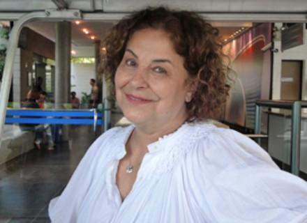 """""""É um alerta para o público"""", diz Cláudia Mello sobre sua personagem"""