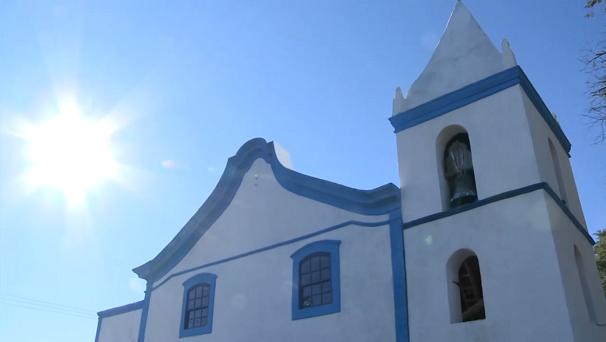 Igreja construída em 1577; servia como fortaleza (Foto: Reprodução/TV Tribuna)