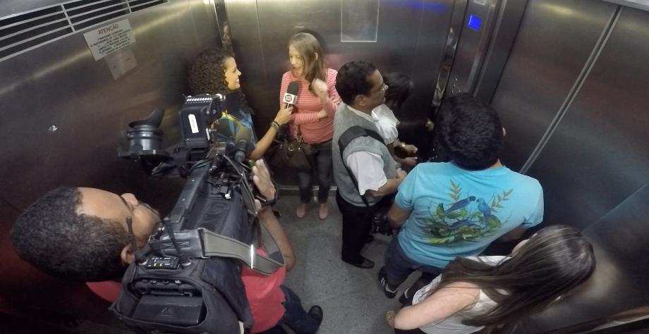 Lorena Fafá vai em busca de histórias de elevador no Em Movimento de sábado (01) (Foto: Reprodução / TV Gazeta)