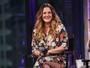Look do dia: Drew Barrymore aposta em vestido floral com fenda profunda