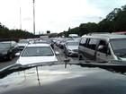 Rodovia dos Imigrantes apresenta congestionamento no sentido litoral