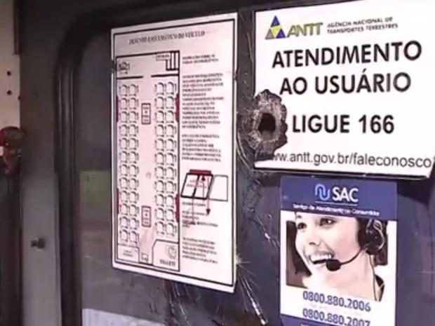 ANTT faz operação contra ônibus clandestino em Goiânia, Goiás (Foto: Reprodução/TV Anhanguera)