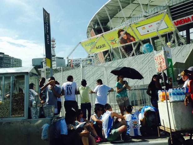 Fãs aguardam abertura dos portões (Foto: Rafaela Ribeiro/G1)