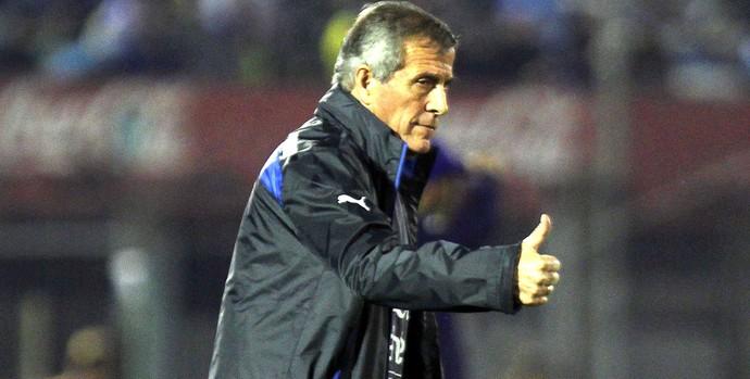 Oscar Tabarez no amistoso do Uruguai (Foto: EFE)